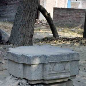 Unused block of carved stone for Vishnupad temple (as the local artisans says).