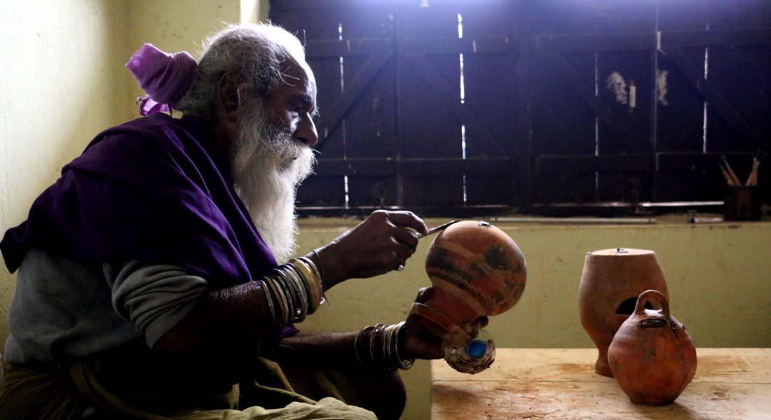 Veteran artist Gupta Ishwar Chand  Prasad in Madhubani, Bihar. Image credit: Pratik Prabhakar, Madhubani, Bihar