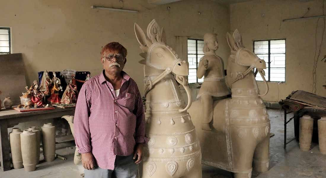 Lala Pandit with his 'Horses', 2016, Patna In UMSAS studio @folkartopedia