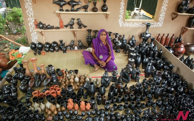 A villager of Nizamabad of Azamgarh District shows the handmade pottery crafts at the Festival of Rural Art and Craft of Azamgarh in New Delhi, capital of India.