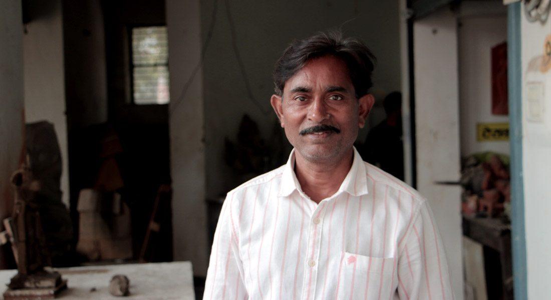 Stone carver and senior artist Firangi Lal Gupta, Patna © Folkartopedia library