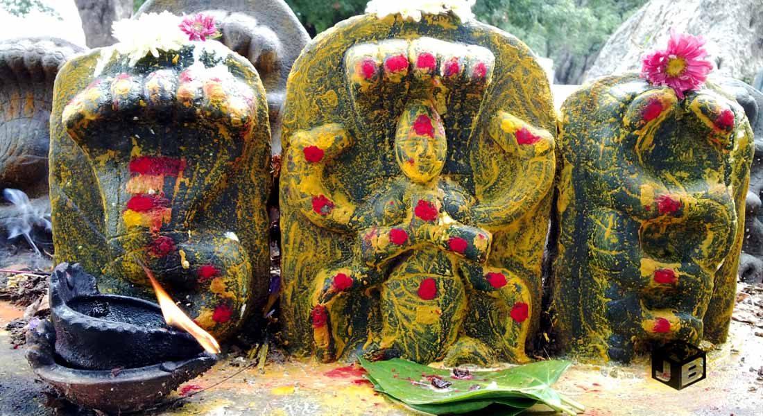 Naag Puja. Image credit: https://jaydeepbalaji.wordpress.com/